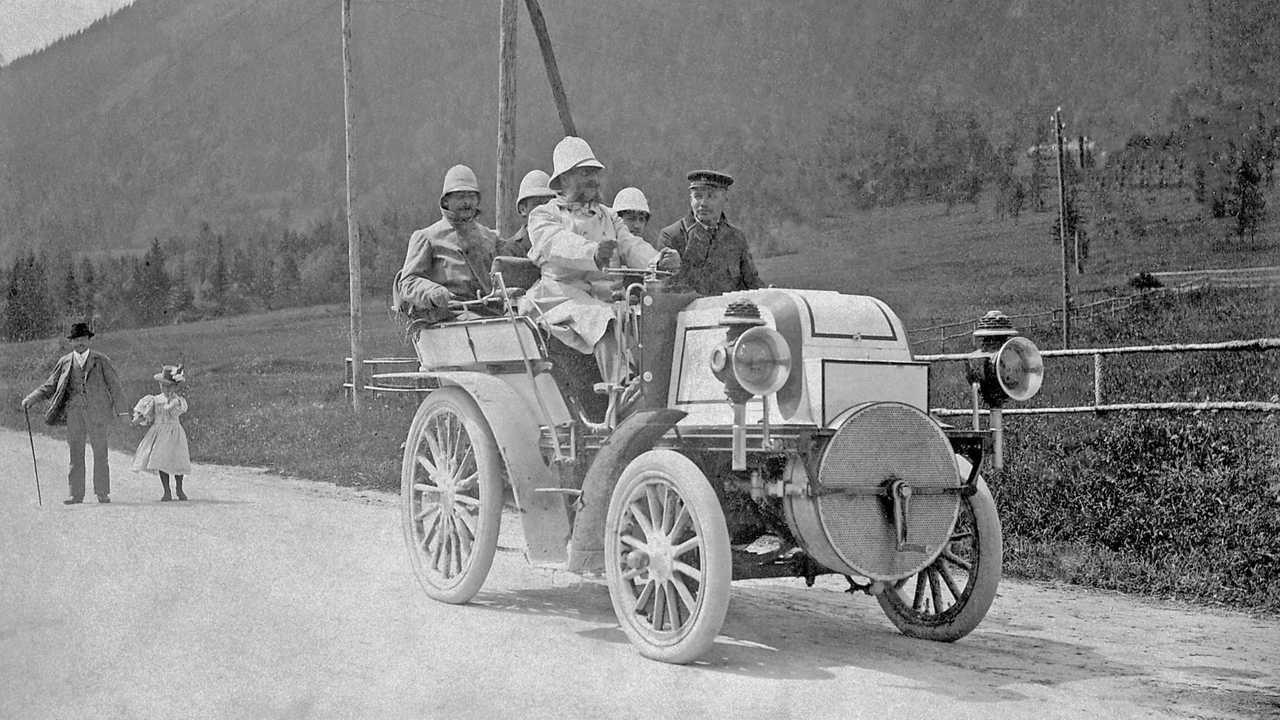 """Das erste Semmering-Bergrennen am 27. August 1899. Der Gewinner war Emil Jellinek auf seinem 24-PS Daimler """"Phönix"""""""