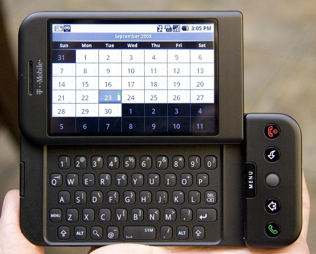 Abbildung 2: HTC Dream oder auch T-Mobile G1, das erste Android Telefon. Veröffentlichung Herbst 2008, Sergey Brin und Larry Page standen mit Inline Skates auf der Bühne