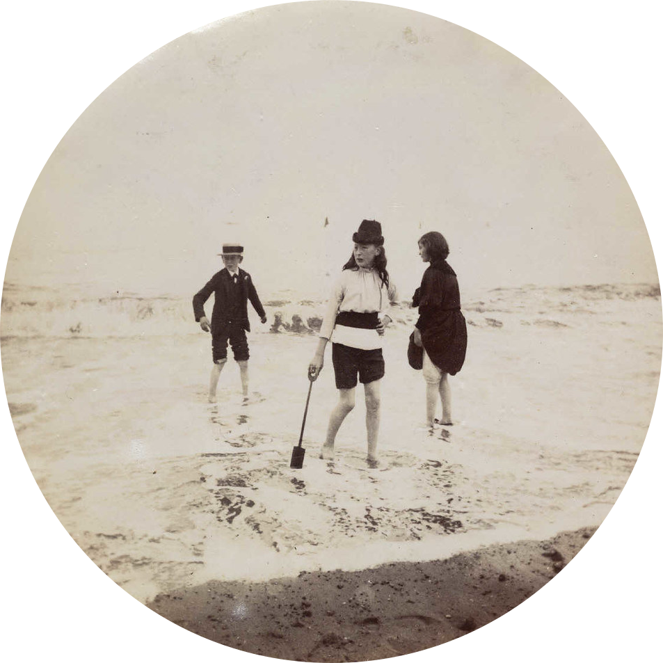 A circular photo taken by the Kodak No. 1, courtesy of the National Media Museum.