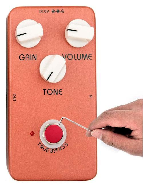 A very much not to scale photo of an effects pedal with add image of a hand holding an allen key which is far to small.