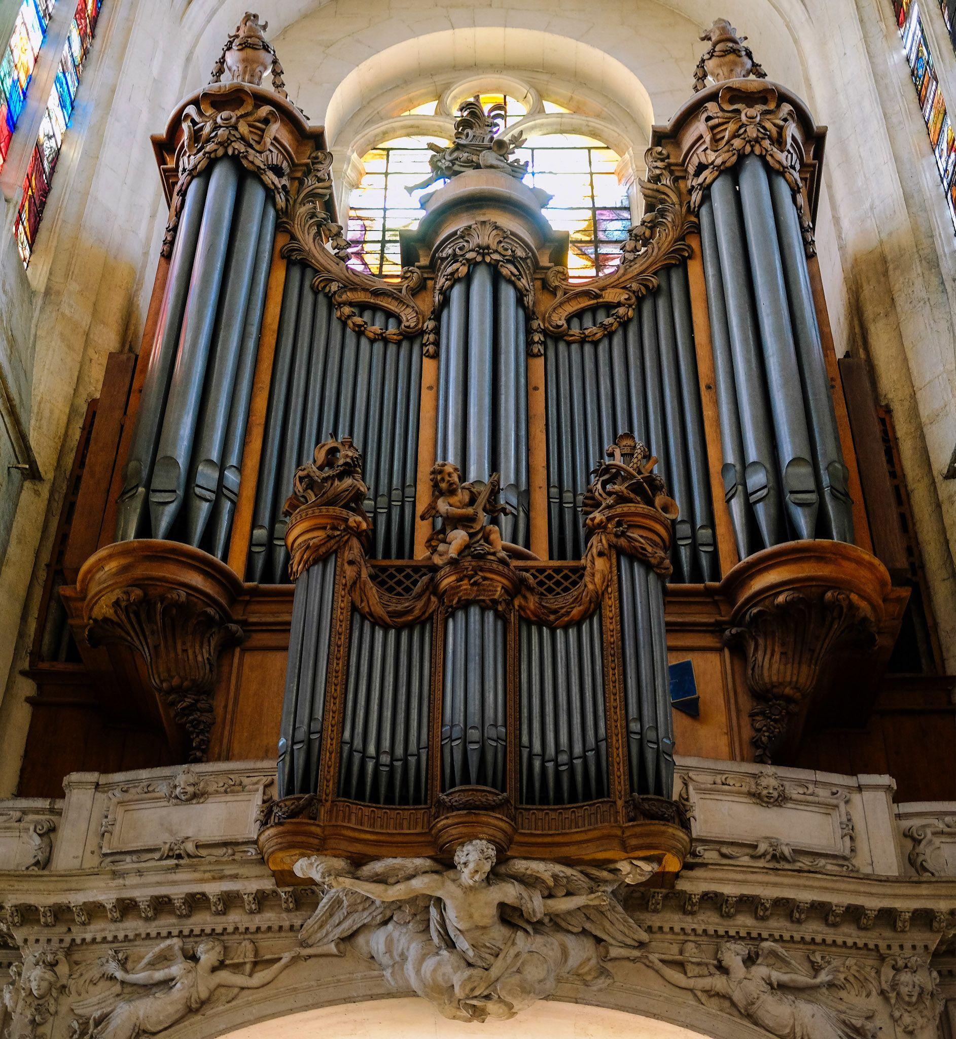 Chapel organ pipes, Paris