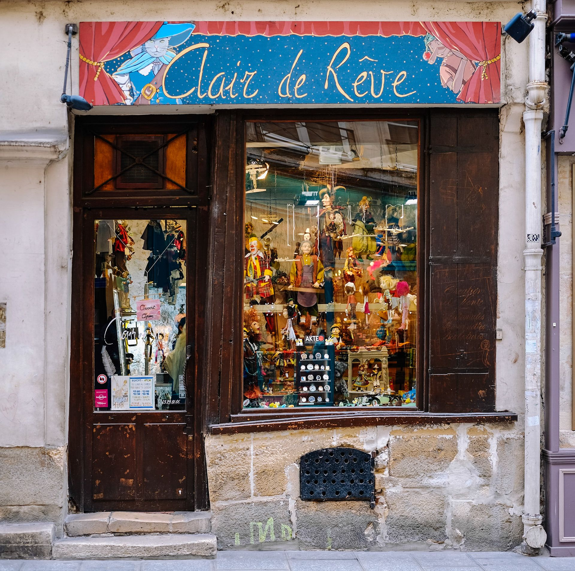 Clair de Reve storefront in Paris