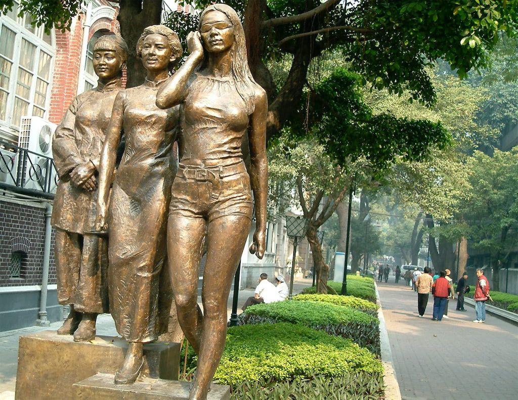 Shamian dao statues