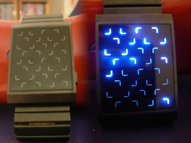 À droite, la montre affiche 10:32
