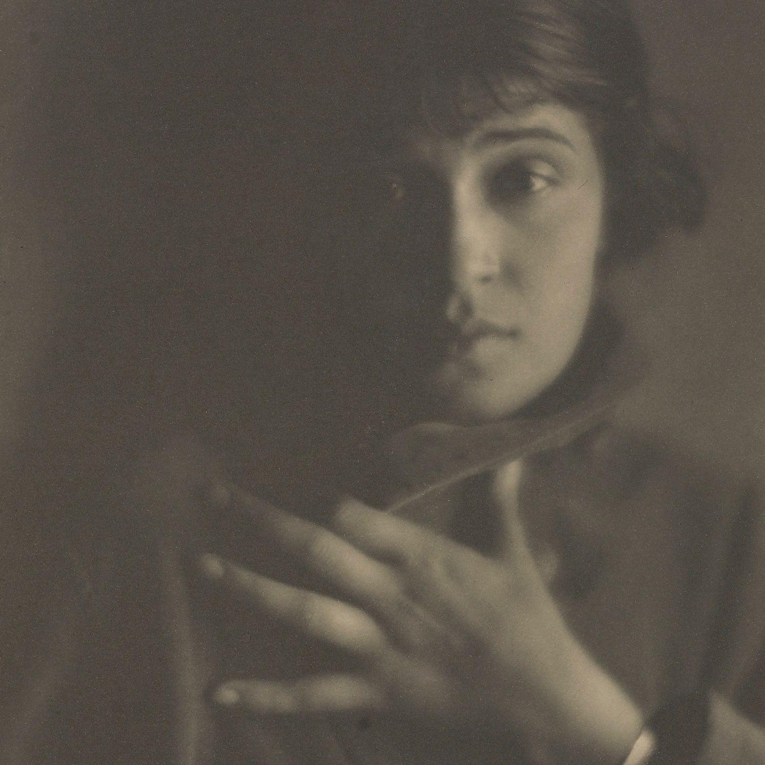 (fig.1: Tina Modotti, 1921, taken by Edward Weston)