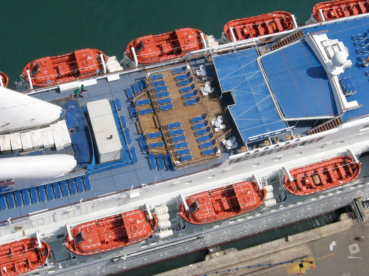 cruise-liner 1072290192 o